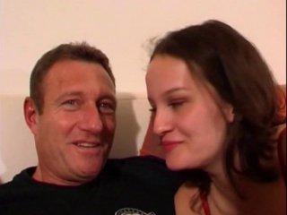 Casting porno d'une brune qui vient de république-tchèque