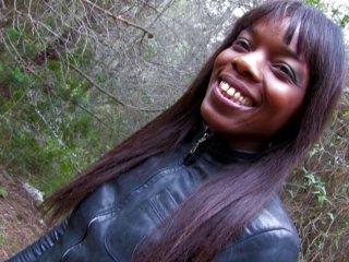 Jeune black passe son casting porno dans les bois