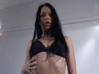 Striptease en musique et exhib tres sexe pour une mannequin improvisee salope