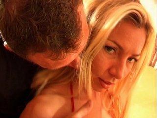 Une amatrice blonde d'1m78 offerte à notre hardeur