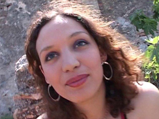 Zeta, une beurette de 21 ans qui veut monter les marches de cannes - סרטי סקס
