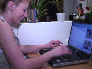 Alice, une internaute libertine qui aime le fist fucking profond de sa chatte