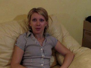 Emilie aime la sodomie devant une caméra