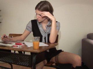 Deux hommes murs pour la sodomie d'une jeune étudiante