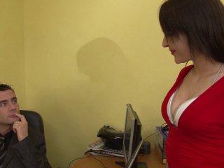 Porno reportage d'une brunette qui aime la sodo