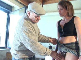 Papy baise la ménagère