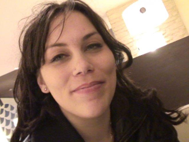 Erika accoste notre amateur dans un café - סרטי סקס