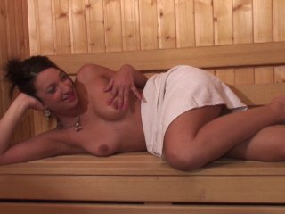 Gangbang torride au sauna