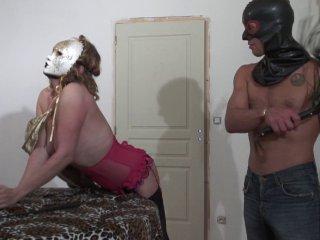 Sodomie Sado maso d'une MILF fétiche