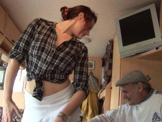 Gangbang de la femme de ménage rousse et salope