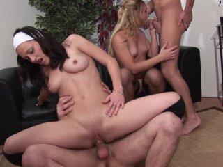 miniature de la vidéo XXX s'appelant Partie lesbienne improvisée