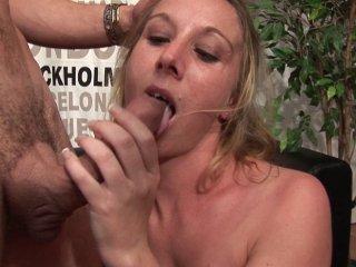 Cassandra Delamour la blondinette va se faire casser en deux par une brute