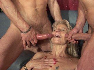 Une mamie perverse se fait fister