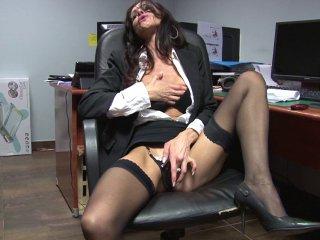 Sodomie douloureuse d'une secrétaire salope aux gros nichons