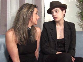 Trio avec deux lesbiennes qui apprécient la bite