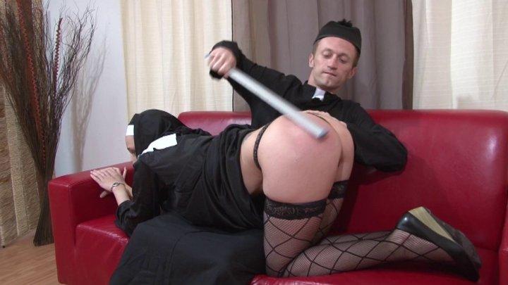 video trash d'une Bonne soeur  se faisant sodomiser - image 720x405_112 on http://www.doc-foufoune.com