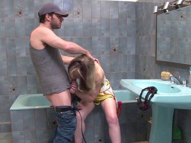 Marion appel le plombier pour un grand moment dans la salle de bain