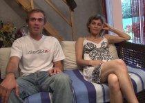Voir la vidéo: Femme adultère de 38 ans amène son amant pour tourner son casting porno