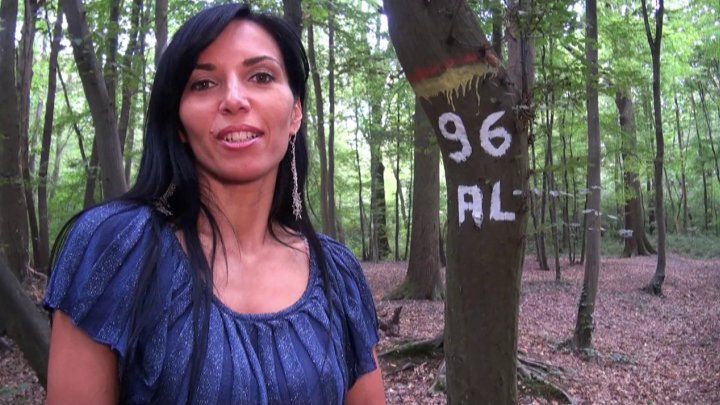 720x405 62 - Promenade coquine en forêt avec les gros seins de Sophie