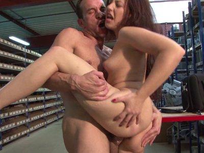 Une séquence de sexe hard pour cette belle demoiselle
