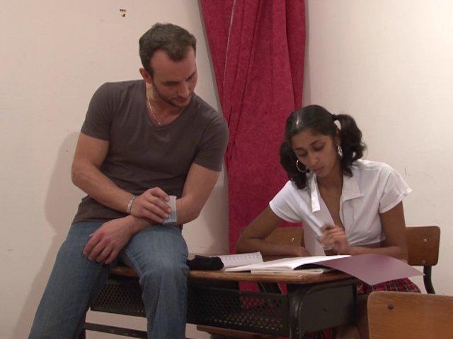 etudiante arabe niquée par son prof particulier