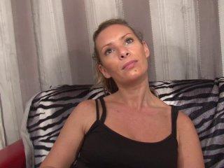 Blonde anale passe son casting avec deux hardeurs