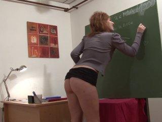 Le cours de philo se transforme en cours de porno