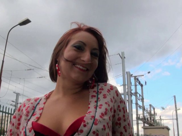Charlotte recouverte de sperme