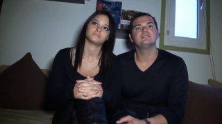 Couple de libertins de la banlieue parisienne baise devant notre cam