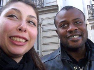 Première sodomie pour un couple interracial