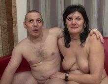 Couple libertin s'essaie au porno pour la première et dernière fois | Désirs coquins