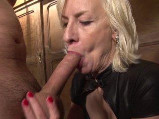 Une mature blonde sodomisée par un jeunot