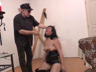 Amatrice humiliée et fistée violemment