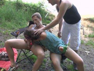 Double pénétration lors d'un camping sauvage