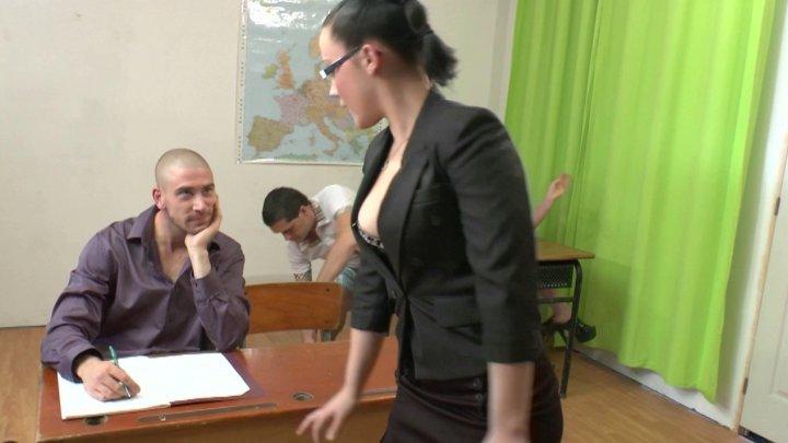 720x405 118 - Un cours d'éducation sexuelle tourne à l'orgie