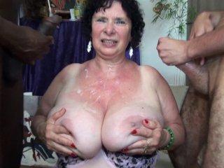 La vieille Olga se fait prendre en double pénétration