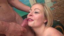 Une amtrice mature recruté dans la rue pour un porno français