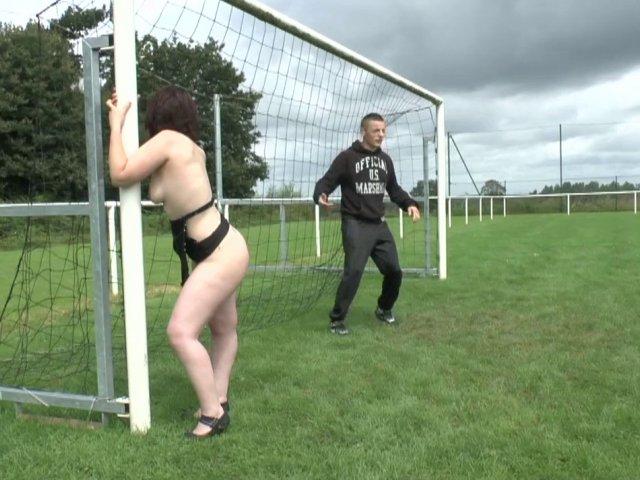cette salope adore baiser avec des joueurs de football