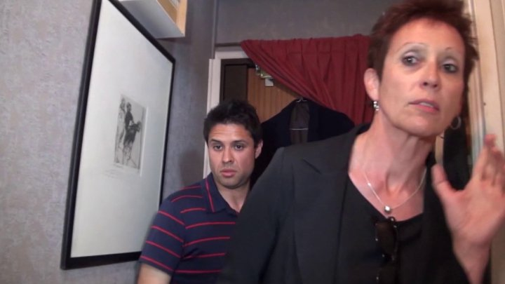 720x405 267 - Vidéo exclusive: Diana la cougar débauche un jeune étudiant pour lui défoncer le cul