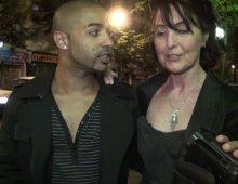 220x170 225 - Joyce, une libertine mature, emmène un jeune inconnu rencontré dans la rue pour baiser