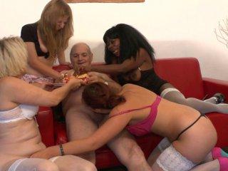 Lola Bella , Naomie Lionness , Jess ... On offre 4 super salopes � papy voyeur pour ses 70 ans !