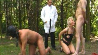 Couple sadomasochiste avec la maitresse et l'esclave