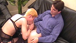 Un mari dépité apprend que sa femme a déjà pratiqué l'uro et le scato !