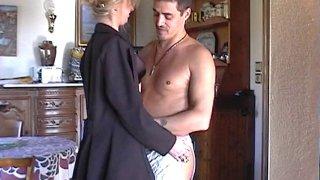 Couple voyeur épié en train de baiser dans leur maison de campagne