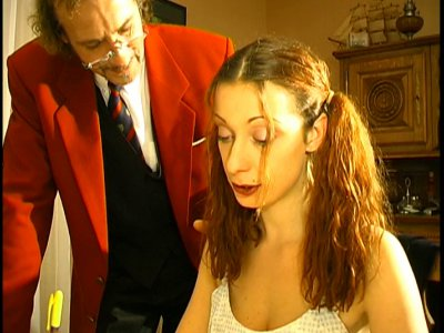 Angèle est une ravissante étudiante qui a rendez vous avec Francis, un prof de f