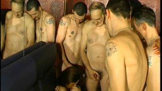 Gang bang très hot en club libertin.