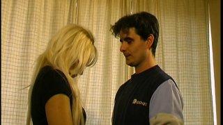 Deux amateurs font connaissance chez Lhermite pour leur premier tournage porno