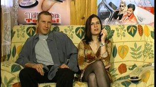 Sonia et Alexandre ont été dénichés dans un salon porno et ont accepté de venir tenter...