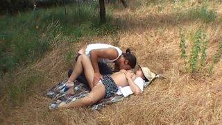 Pour passer le temps à la campagne, rien de mieux que baiser!