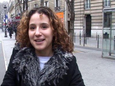 Durant un reportage en plein Paris, notre journaliste de terrain est interrompu